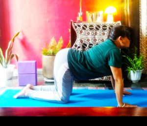 Cat and cow pose to get beautiful and healthy hair. #Hairyoga, yoga sequence for hair