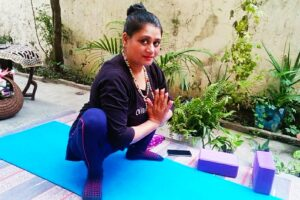 Malasan aur Yogi squat with yoga locks